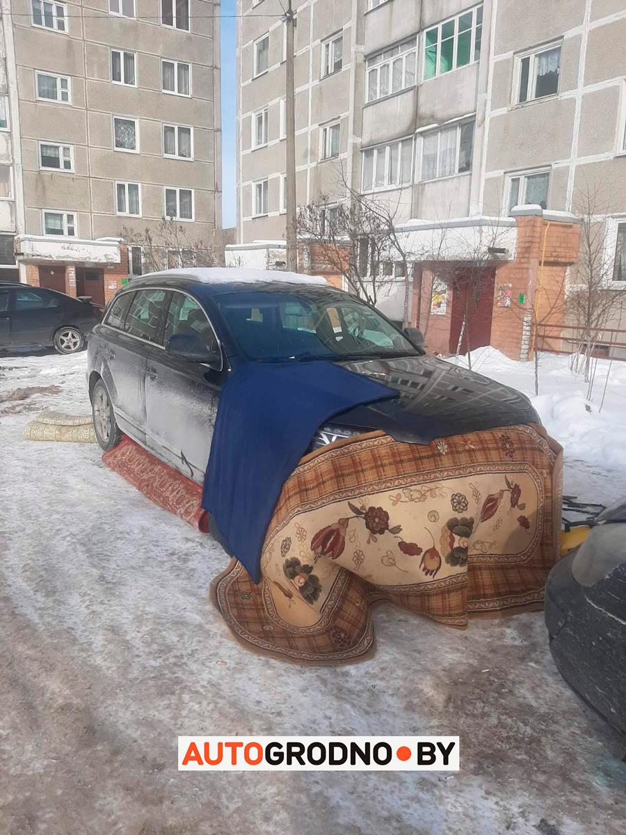 Audi Q7 пытается прогреть